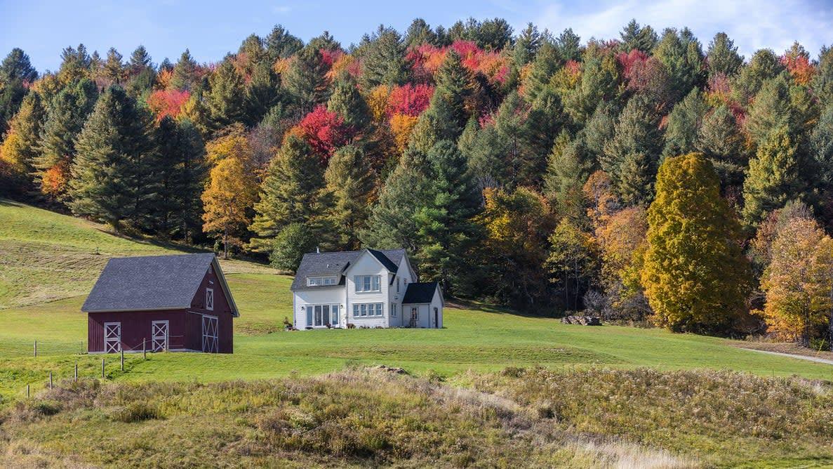 Fall Foliage Country House Farm In Putnam County, Ny 2